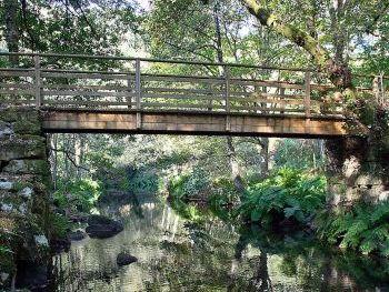 Puente sobre el rio Deva en Pontedeva